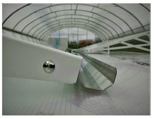 Jumtiņš plastikāta ar noteku.