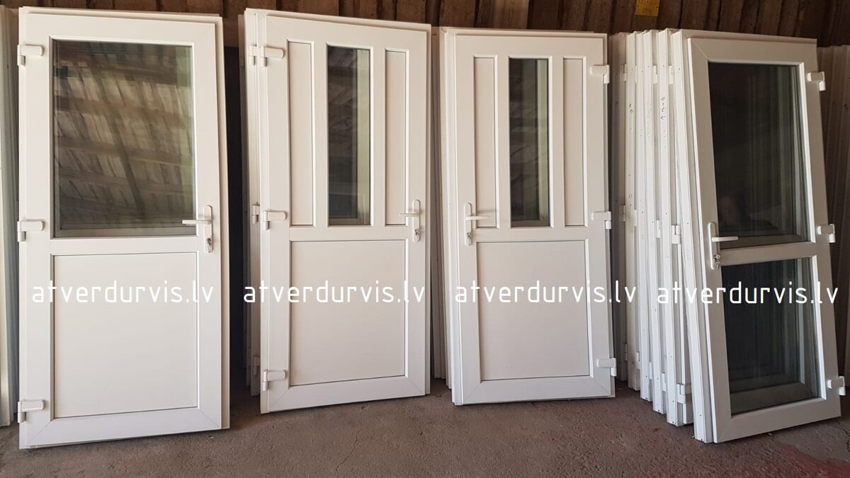 PVC durvis Baltas ar dalījumu un stikla ielaidumu