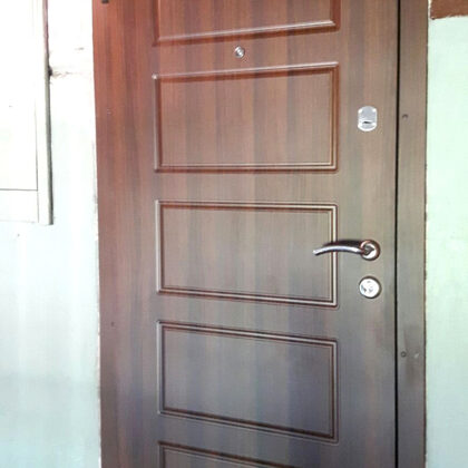 Metāla durvis ar lamināciju- dzīvoklim.